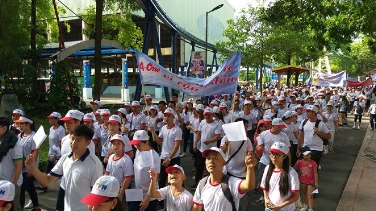 HCM City: Over 5,000 walk for AO victims, disabled