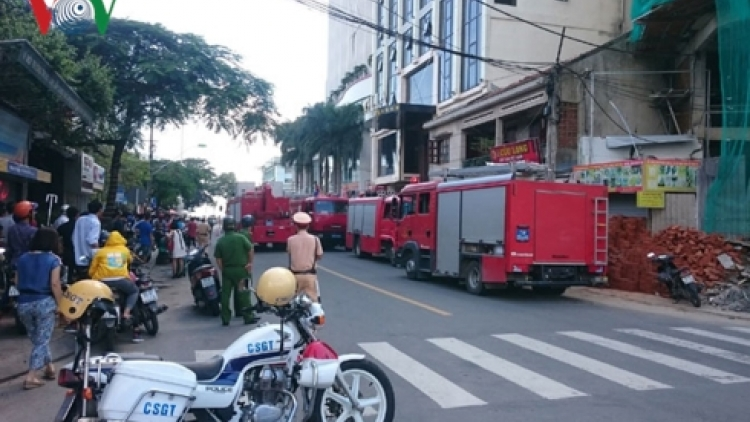 Many people trapped as Nha Trang hotel catches fire