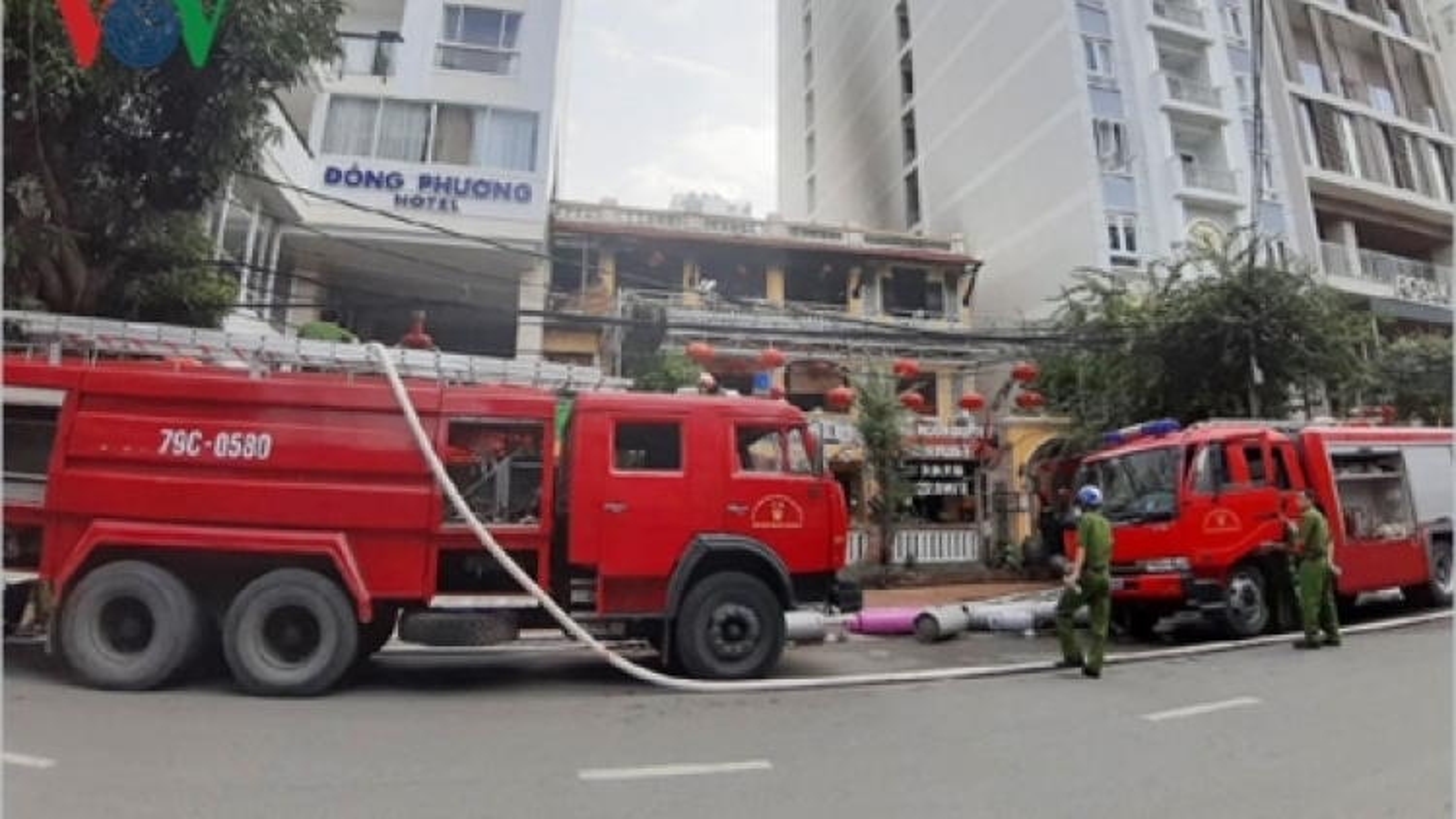 Fire engulfs restaurant in Nha Trang