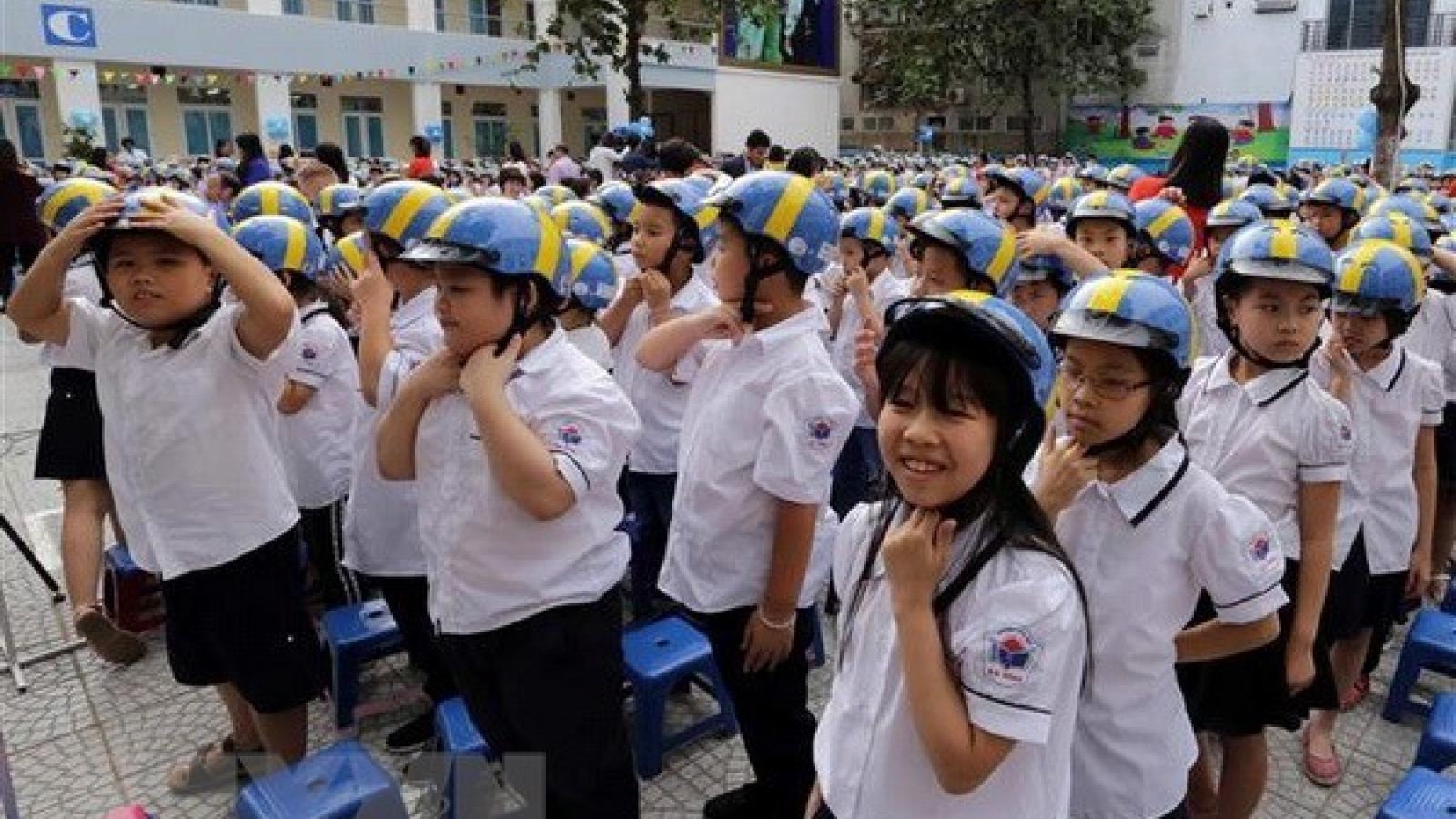 Programme encourages children to wear helmets