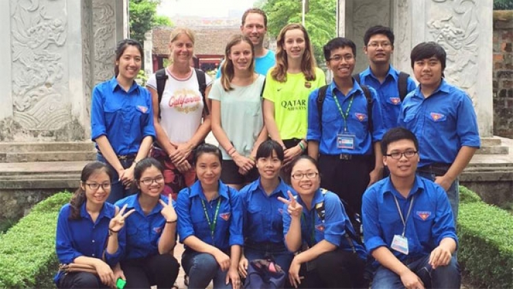 Student club provides free tours for visitors to Hanoi's historical sites