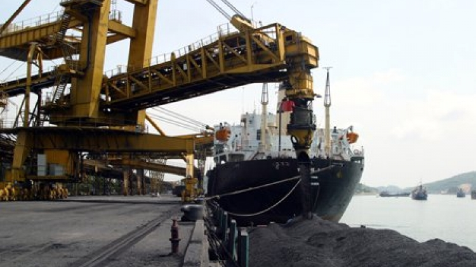 Domestic coal sales slow as enterprises buy Chinese coal