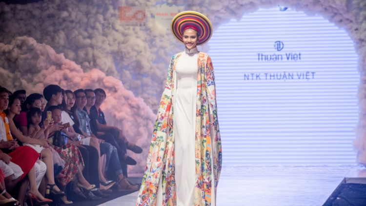 Truong Thi May charming in HCM City fashion show