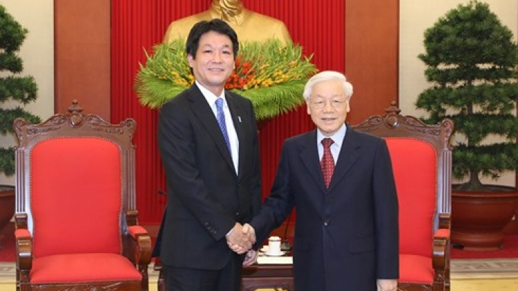Party and State leader hosts Japanese PM's special envoy