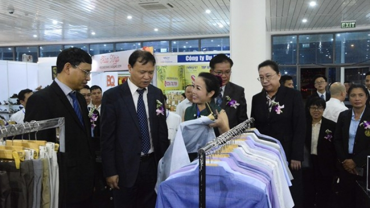 Int'l East-West Economic Corridor trade fair opens in Da Nang