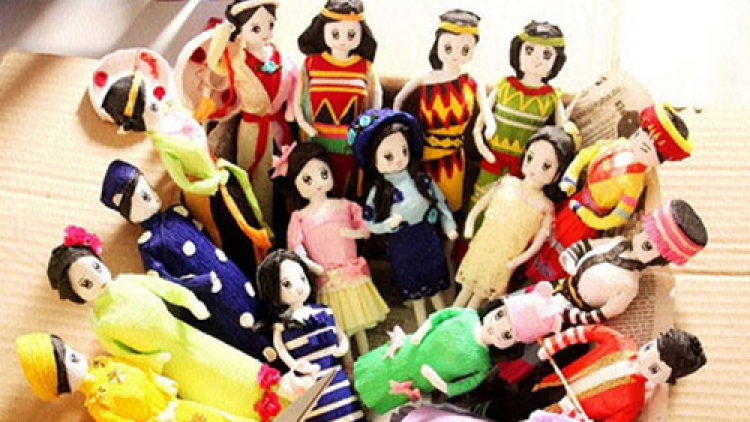 Paper dolls convey Vietnamese culture