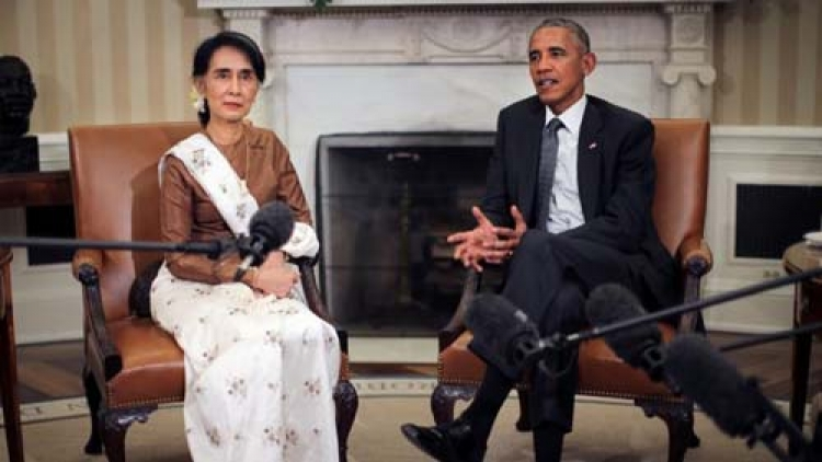 Obama, meeting with Suu Kyi, says US ready to lift Myanmar sanctions