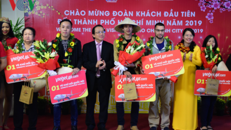 HCM City greets first foreign and local tourists of the New Year