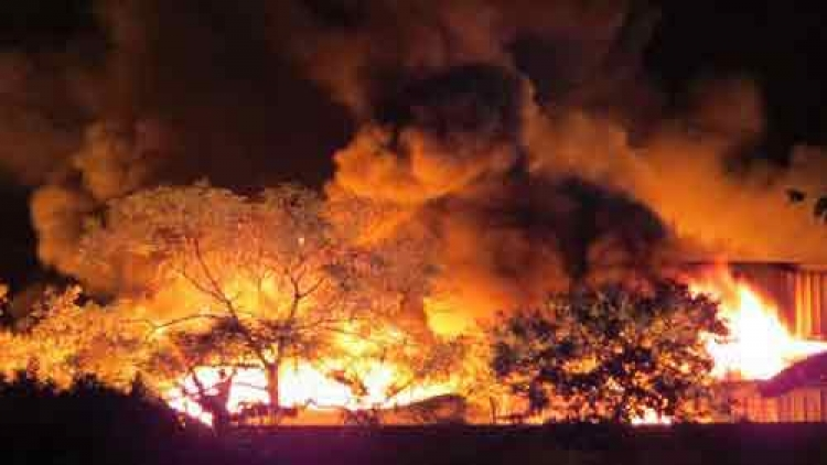 Fire engulfs Chinese candle plant in northern Vietnam