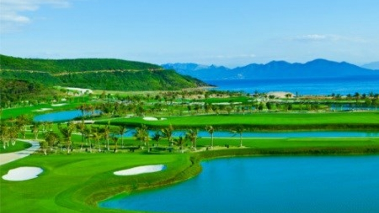 Danang to host golf-tourism convention
