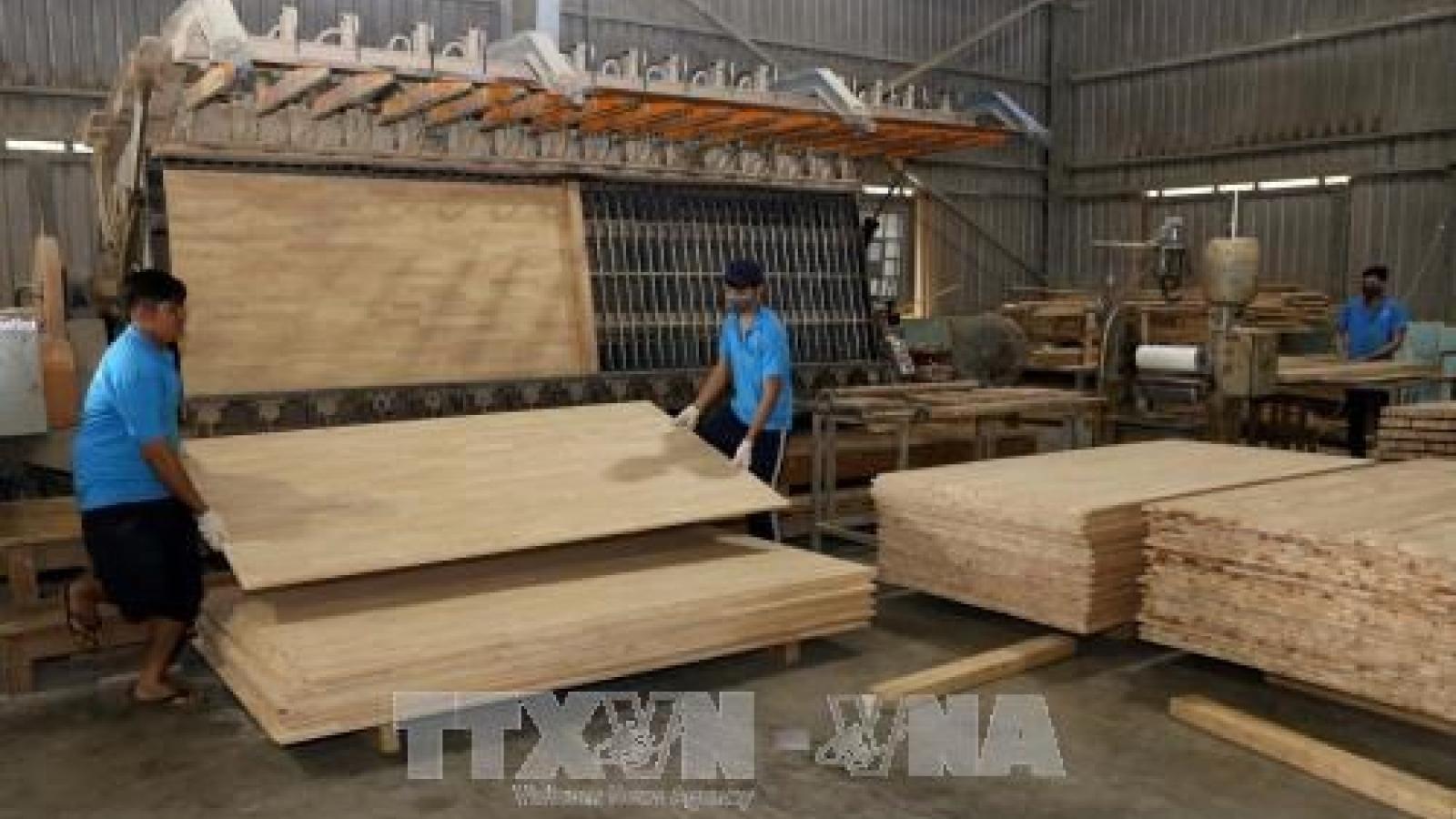 Industrial, economic zones attract 8.7 billion USD in FDI in H1