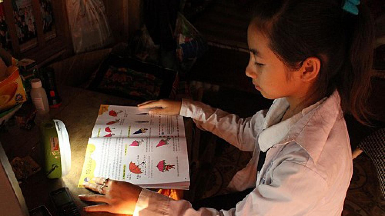 Panasonic lanterns give Vietnam's poor children access to solar power