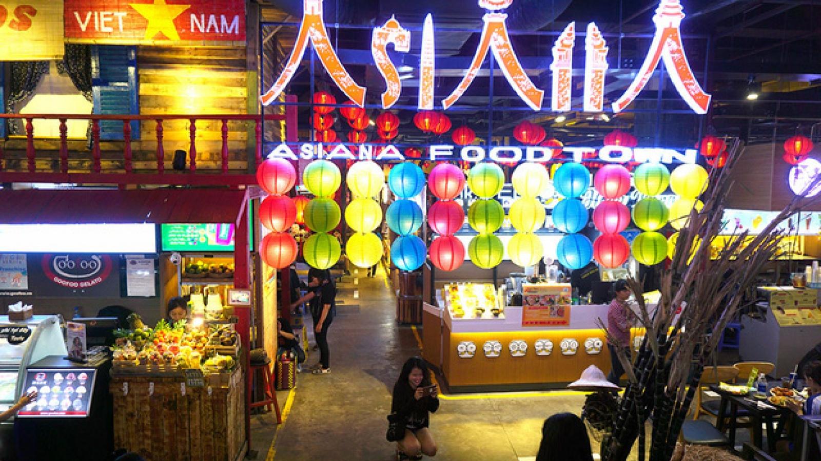 Saigon's underground parking lot transformed into busy market