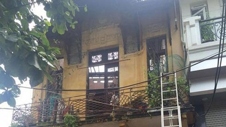 Four escape from Hanoi house fire