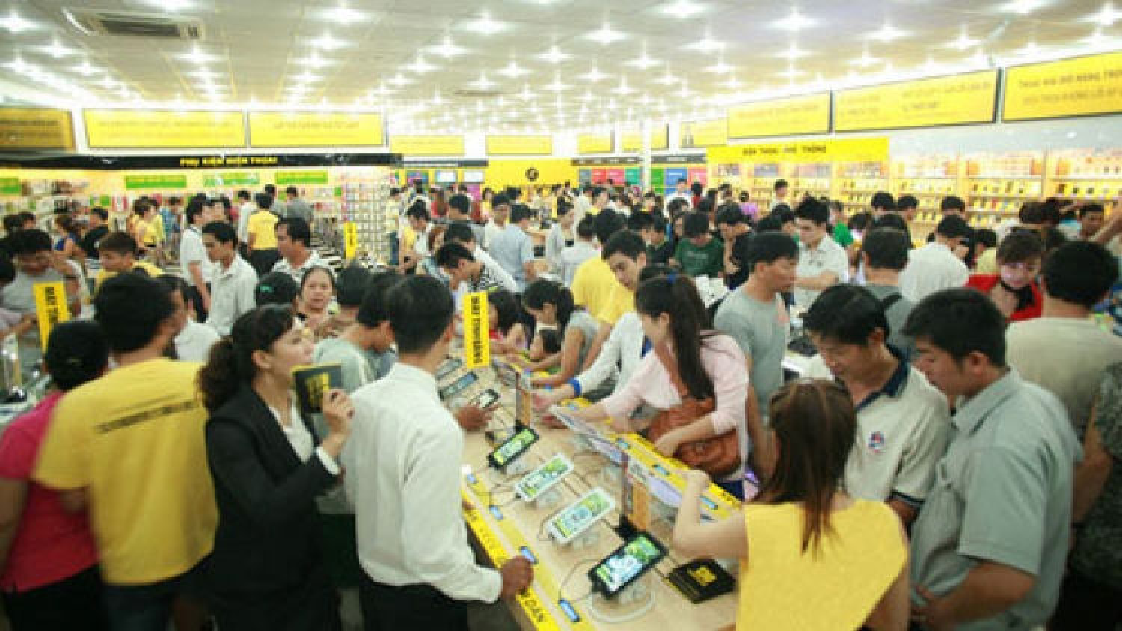 Half of Vietnam phone users still use non-smartphones