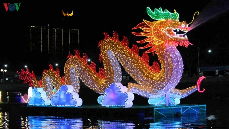 Can Tho lights up for lantern festival