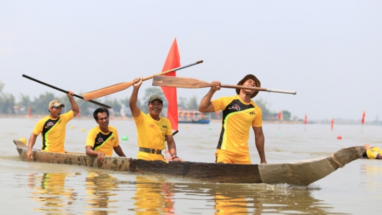 Dak Lak plays host to thrilling boat race competition