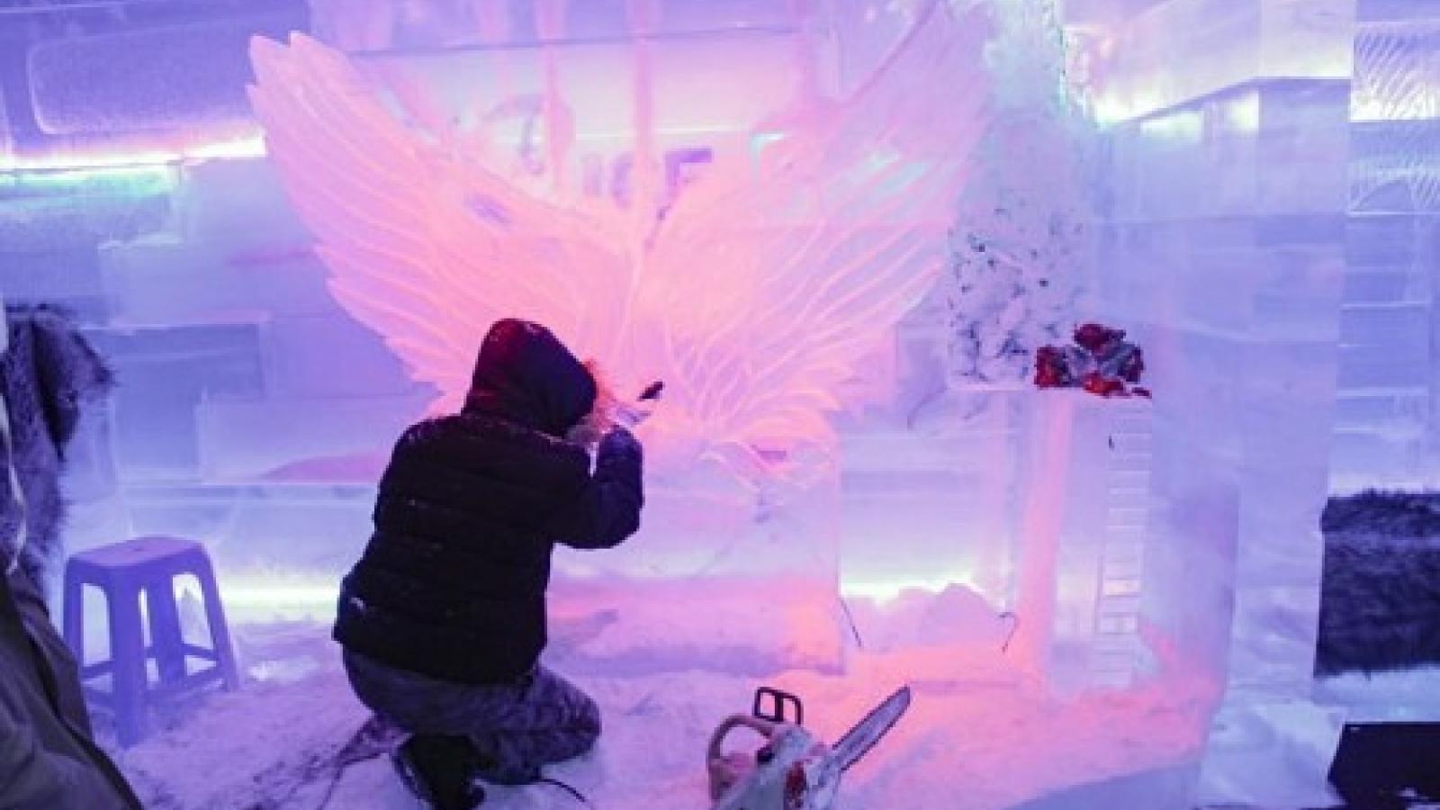 In tropical Saigon, sculptors carve ice into ephemeral artworks