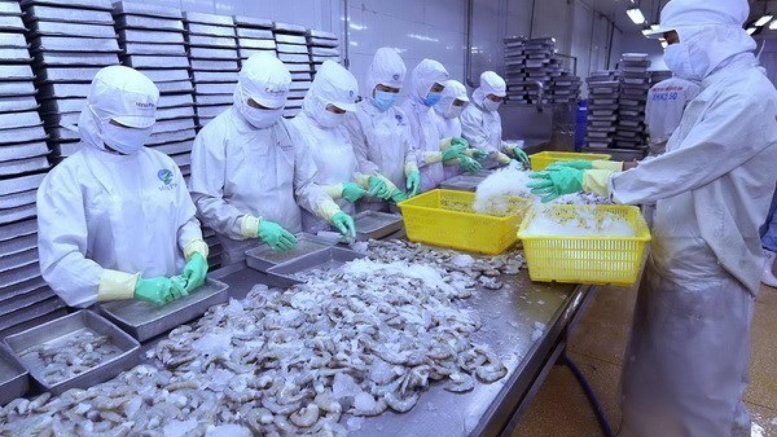 US lowers anti-dumping tariff on Vietnam's shrimp exports
