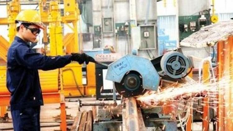 Construction steel posts record output