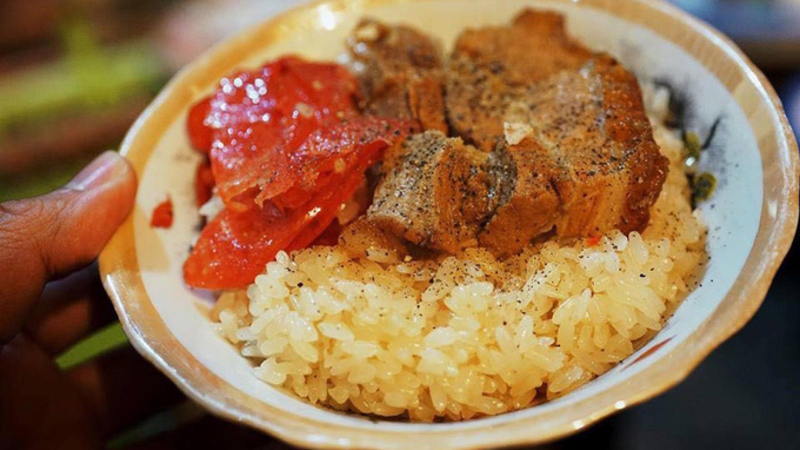 Downtown Hanoi harbors a sticky rice secret
