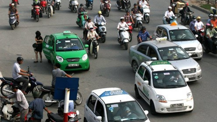 500 taxi drivers in Hanoi fined for driving time violation