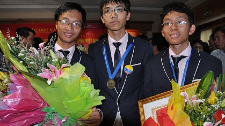 Vietnam wins three golds at Int'l Mathematical Olympiad
