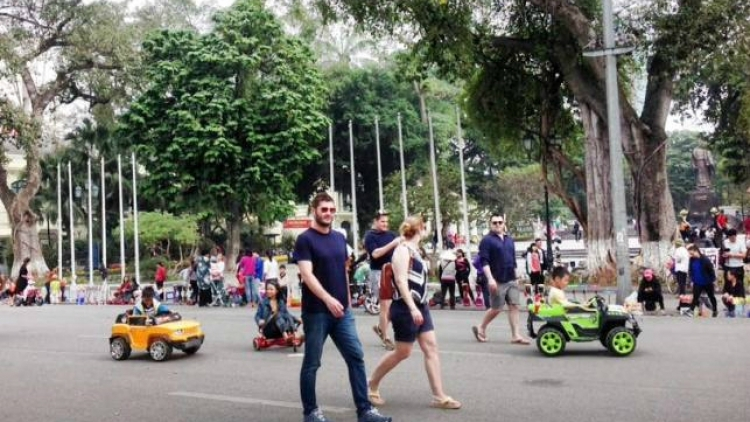 Fashion crime: Hanoi threatens to name and shame people with skimpy clothes