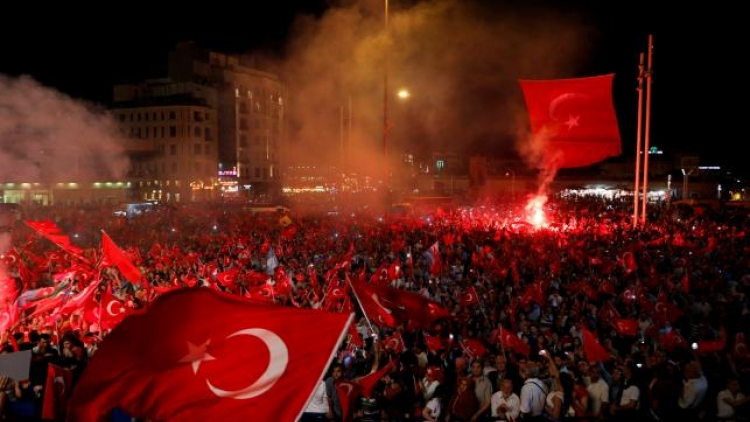 Turkey widens post-coup purge, demands US hand over cleric