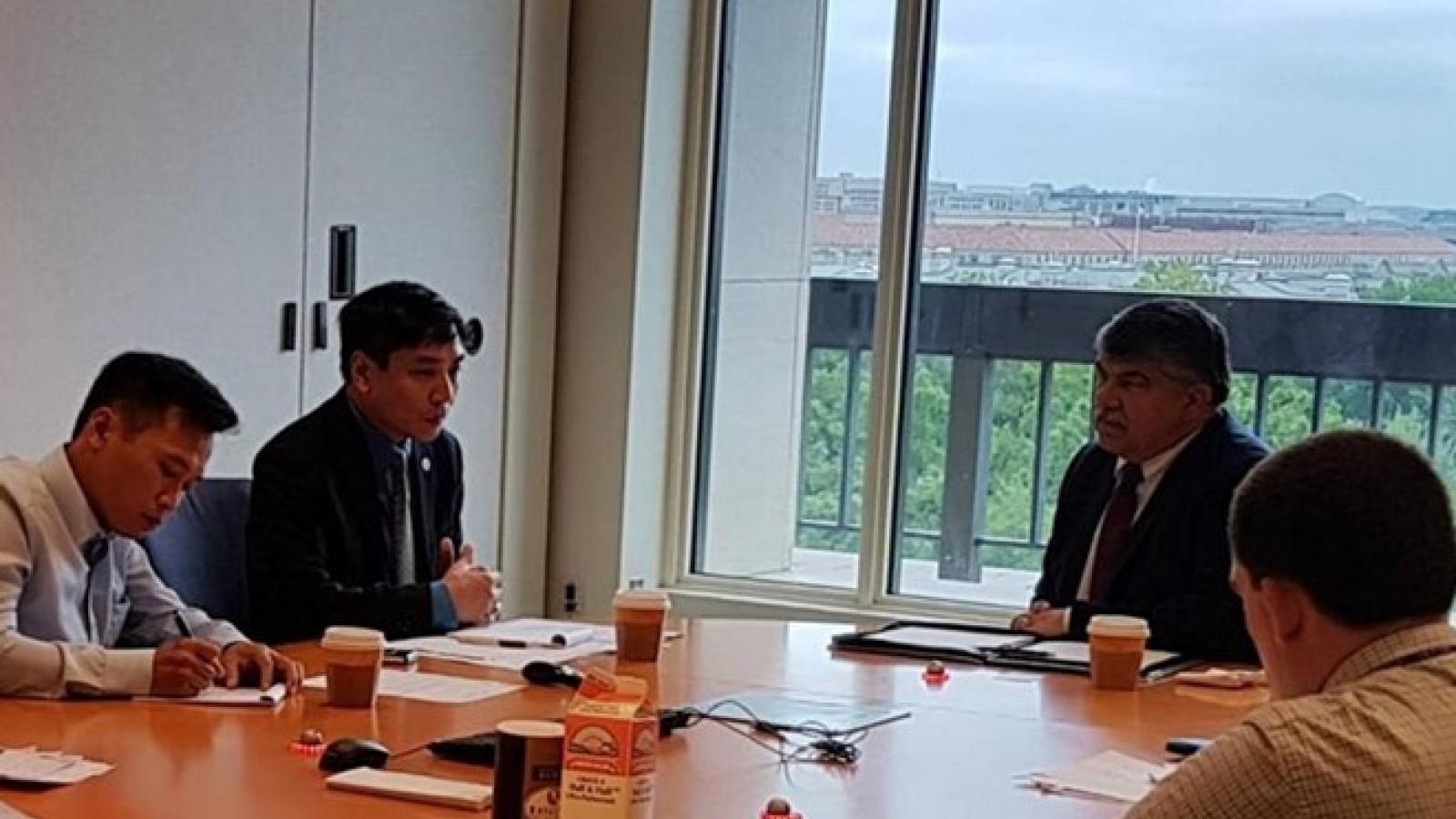 Vietnam, US step up trade union relations