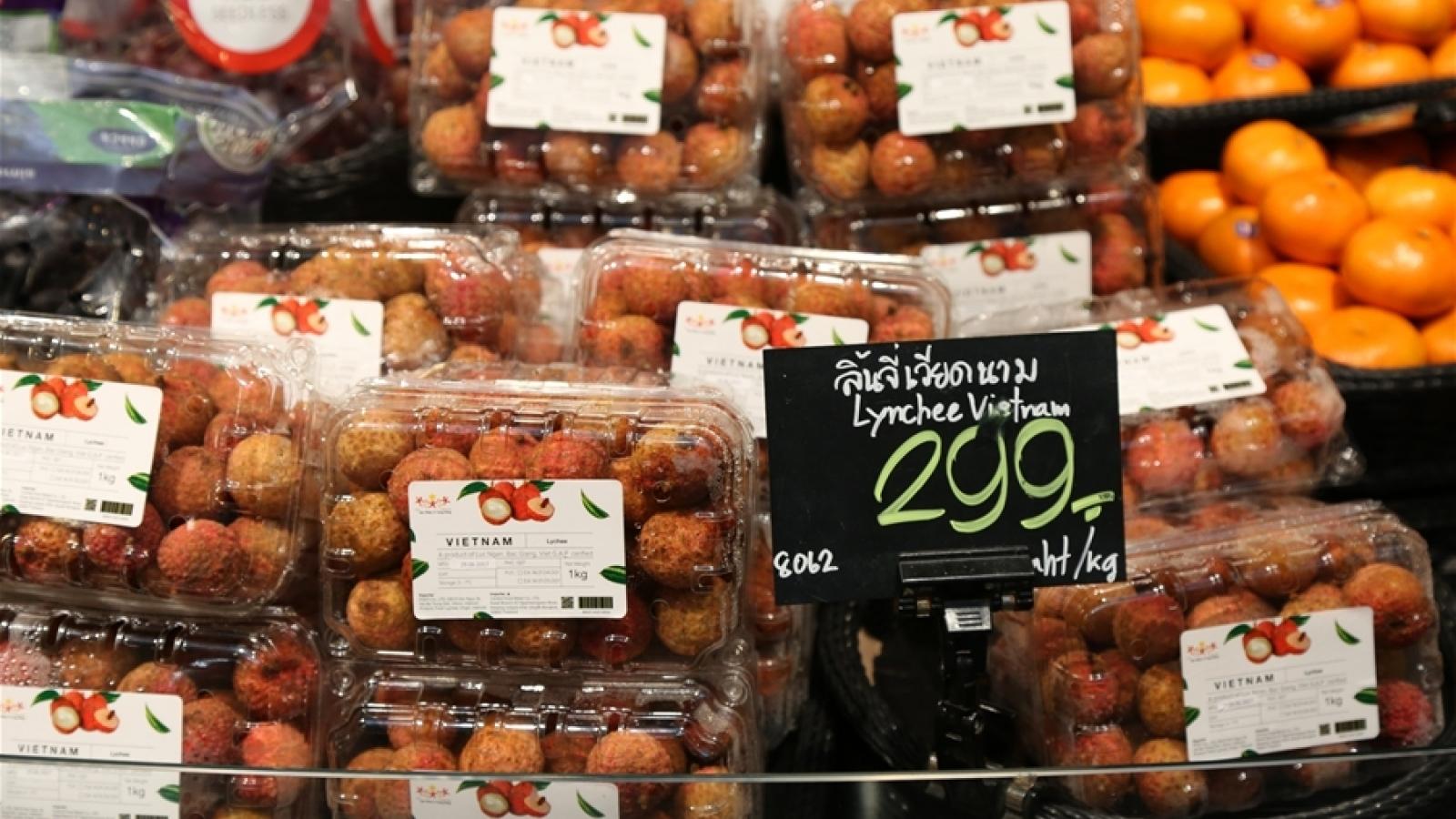 Vietnamese lychees hit Thai supermarket shelves
