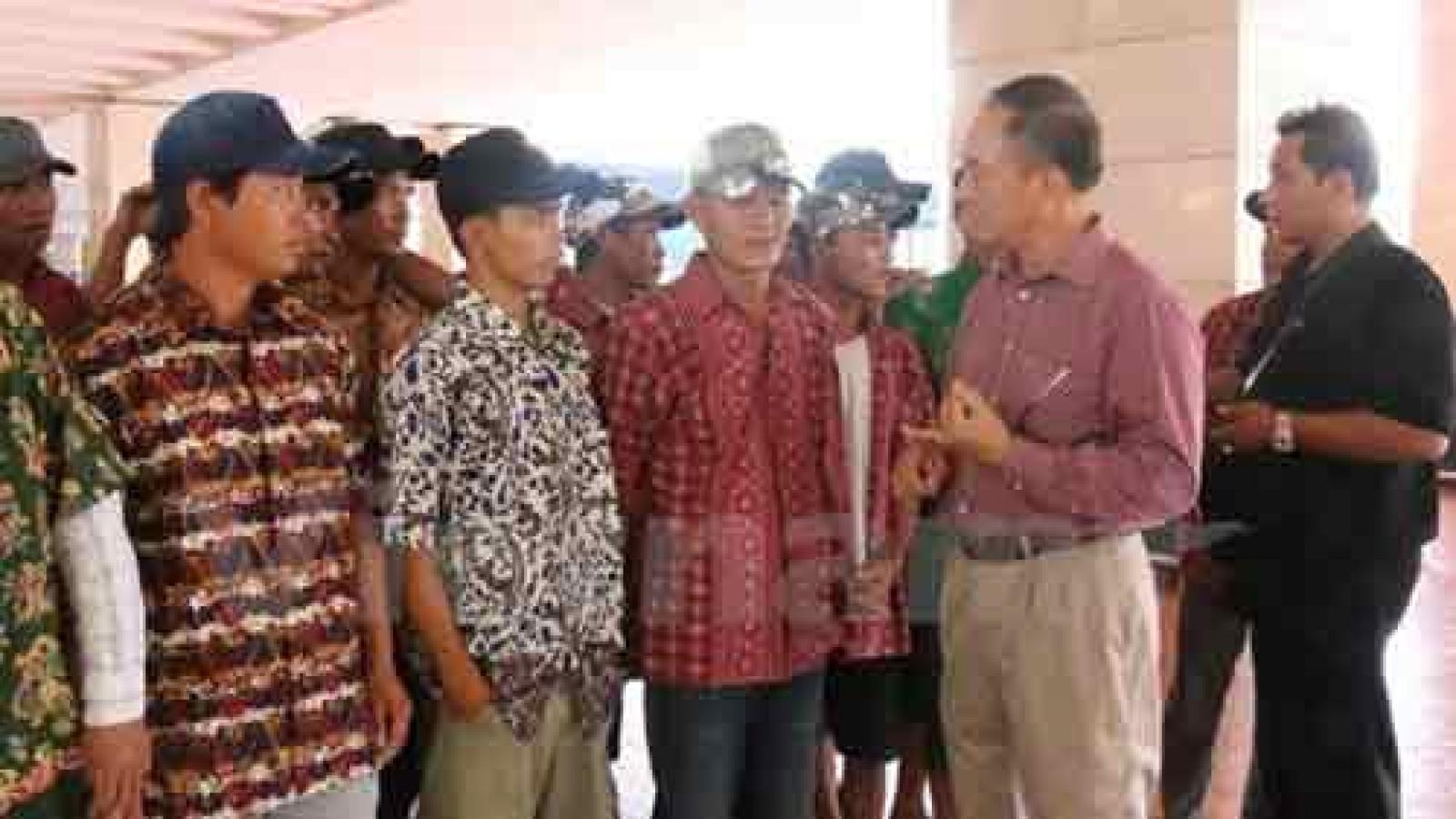 Detained Vietnamese fishermen return home from Indonesia