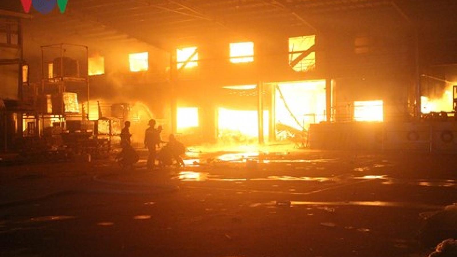 Fire rips through wood company in Binh Duong