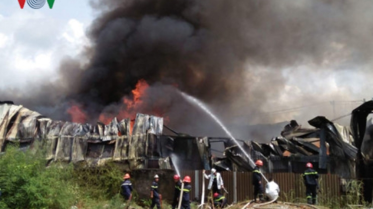 Massive fire destroys cloth recycling facility in southern Vietnam