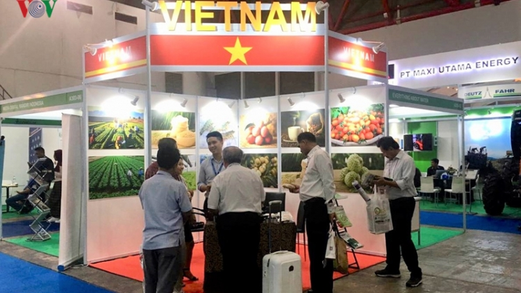 Vietnamese enterprises attend international trade fair in Indonesia