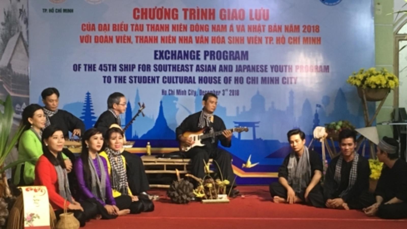 SSEAYP delegates explore the art of Don ca tai tu in HCM City