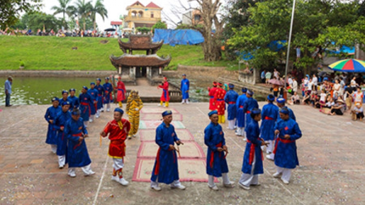 Ai Lao singing and dance in Giong festival
