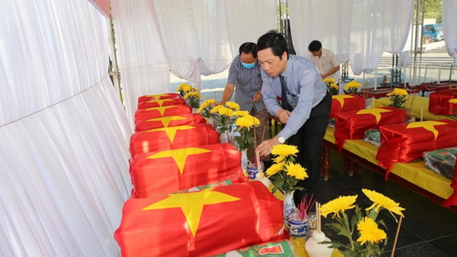 Truy điệu, an táng 16 hài cốt liệt sĩ và 1 mộ tập thể liệt sĩ hy sinh tại Lào