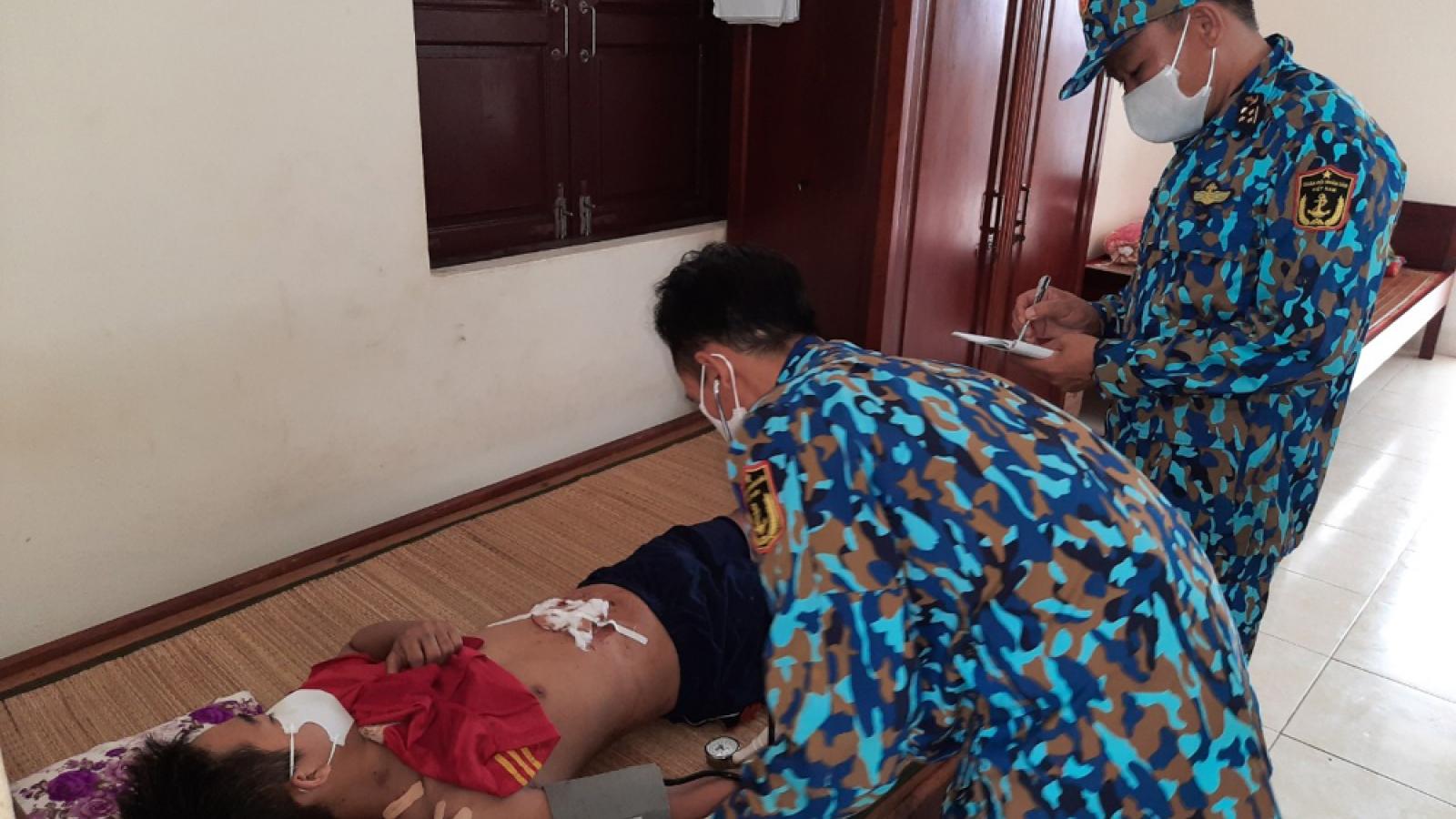 Quân y đảo Tiên Nữ kịp thời cấp cứu ngư dân gặp nạn trên biển