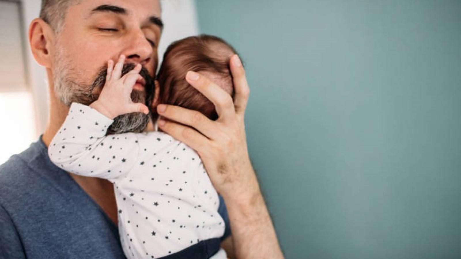 Tuổi của đàn ông cũng quyết định việc mang thai và sức khỏe của trẻ