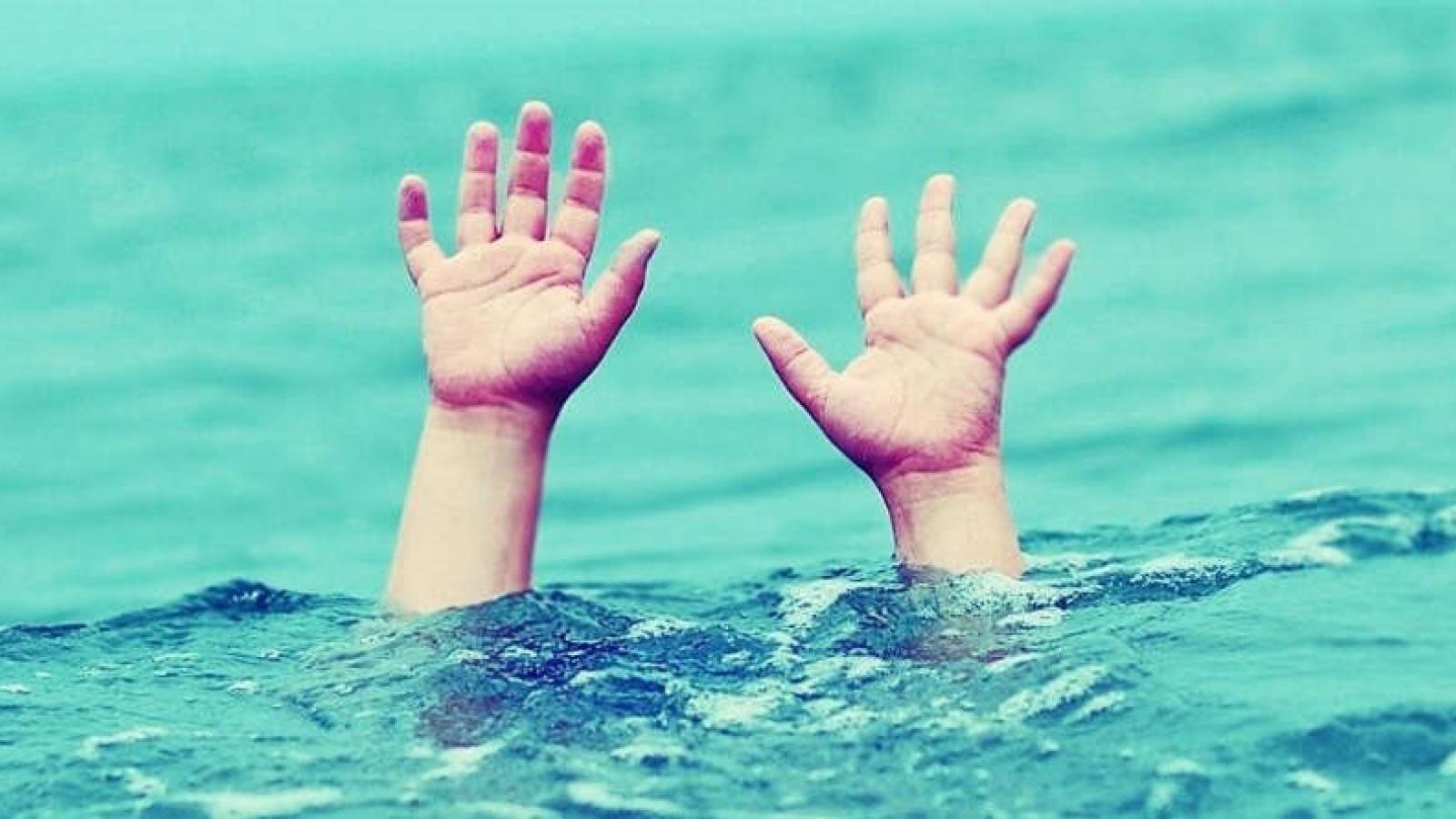 Rủ nhau đi tắm kênh, một học sinh bị đuối nước