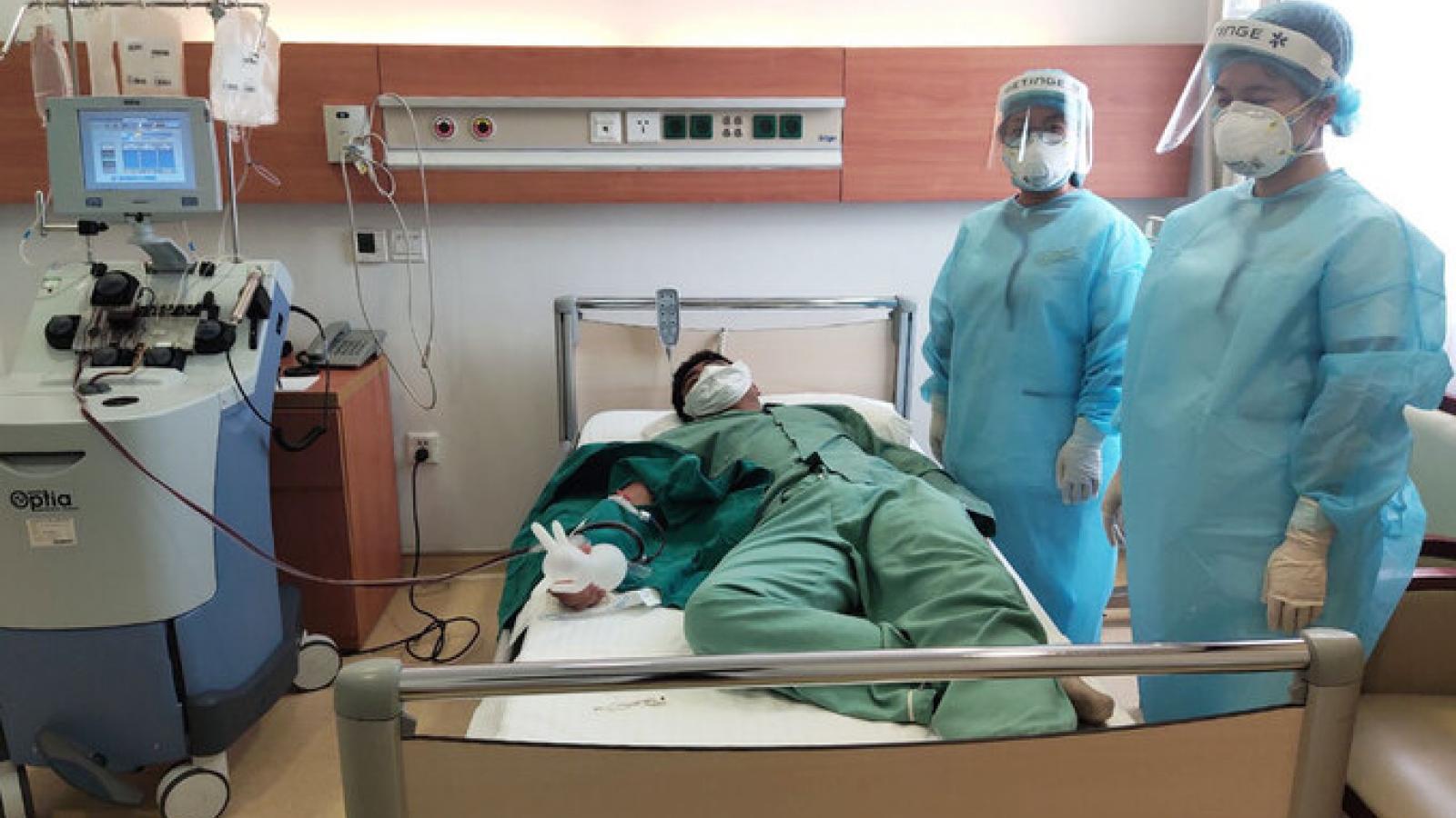 17 người tình nguyện hiến huyết tương điều trị cho bệnh nhân Covid-19