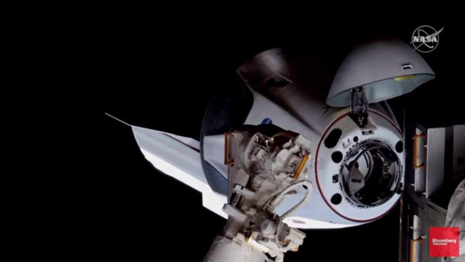 Cận cảnh tàu vũ trụ Mỹ hạ cánh thành công trên Trạm Vũ trụ Quốc tế