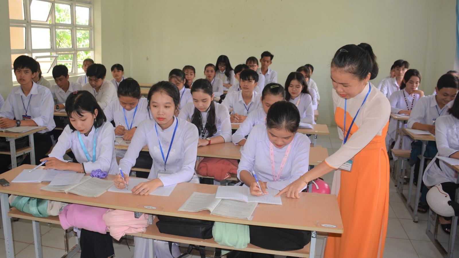 Cô giáo dùng cải lương dạy Truyện Kiều được tặng bằng khen