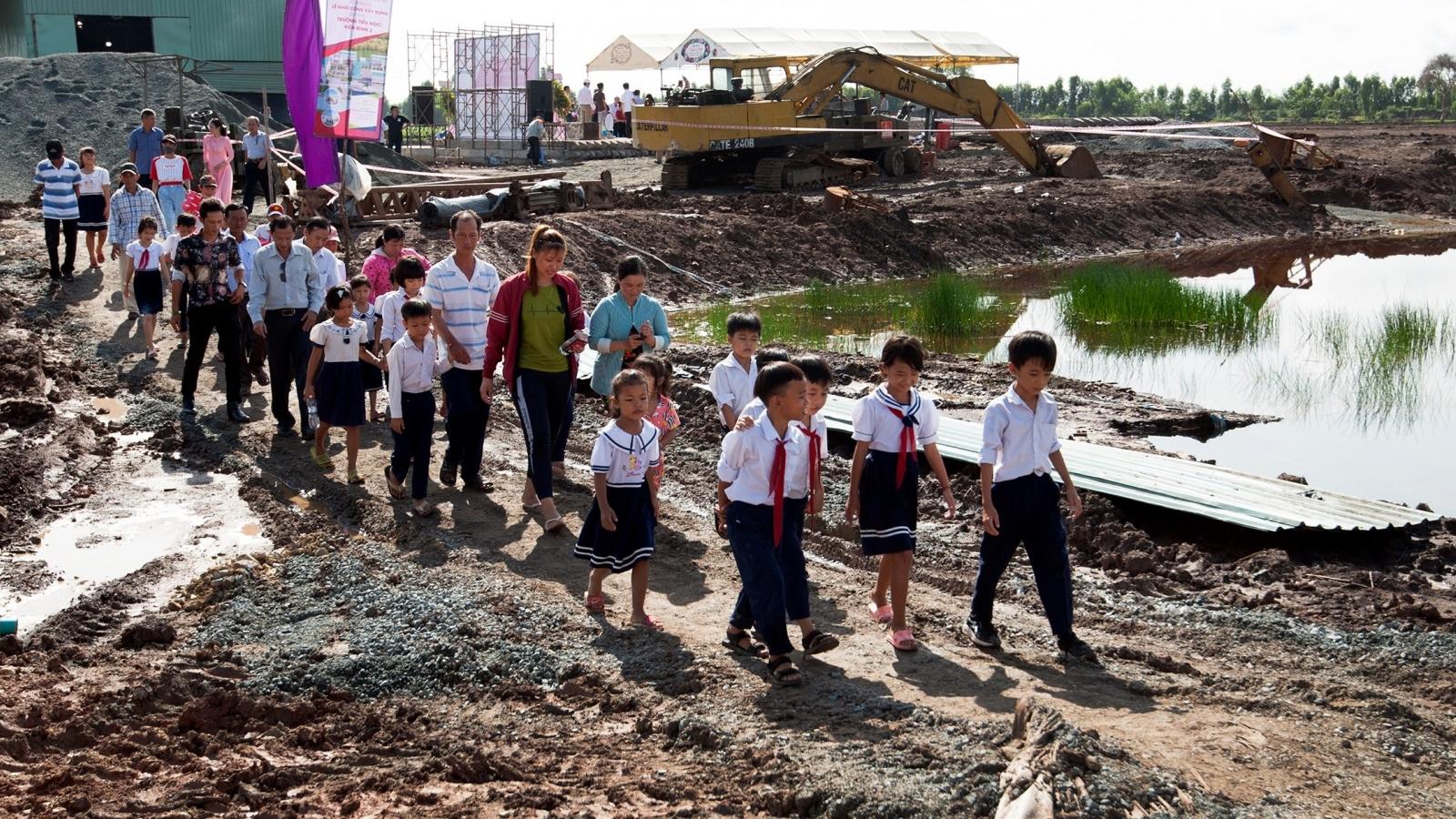 700 học sinh nghèo, học sinh người dân tộc sẽ có trường học mới