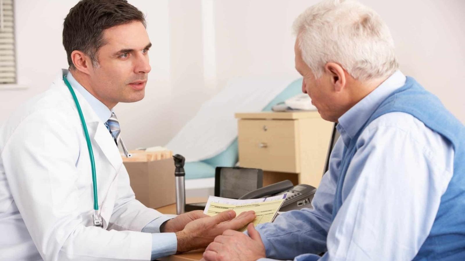 Các kiểm tra sức khỏe cần thiết ở người cao tuổi trong dịch Covid-19