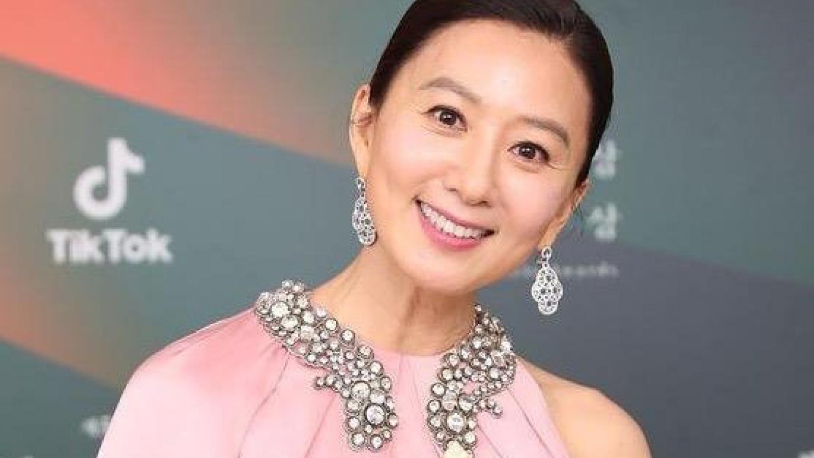 """Bà cả """"Thế giới hôn nhân"""" Kim Hee Ae thắng giải Baeksang 2020"""