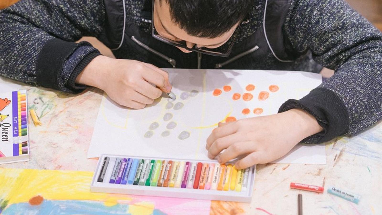 """Cuộc thi vẽ tranh """"Thế giới xanh lơ"""" dành cho trẻ tự kỷ"""