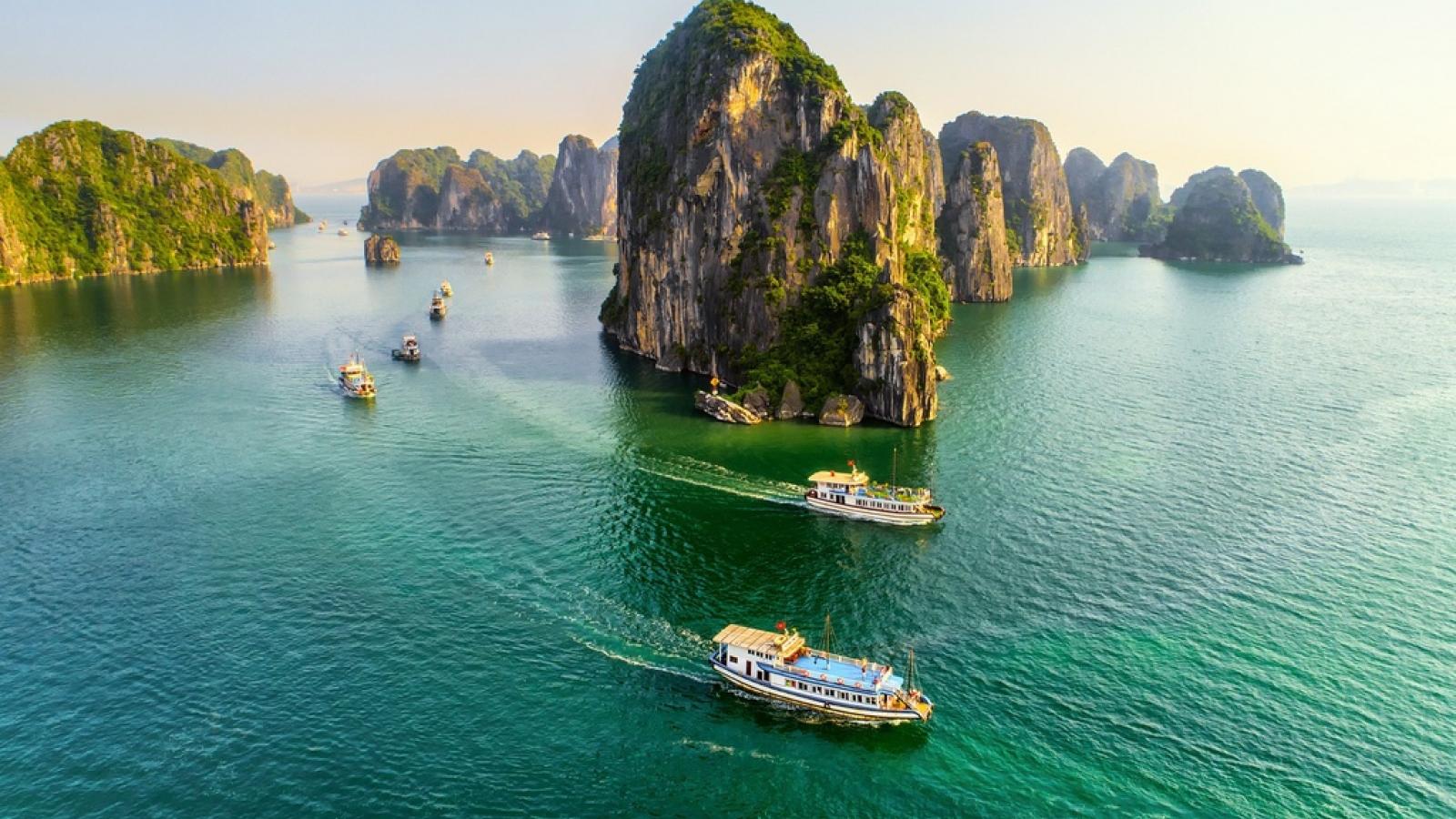 Vịnh Hạ Long lọt top 50 kỳ quan thiên nhiên đẹp nhất thế giới