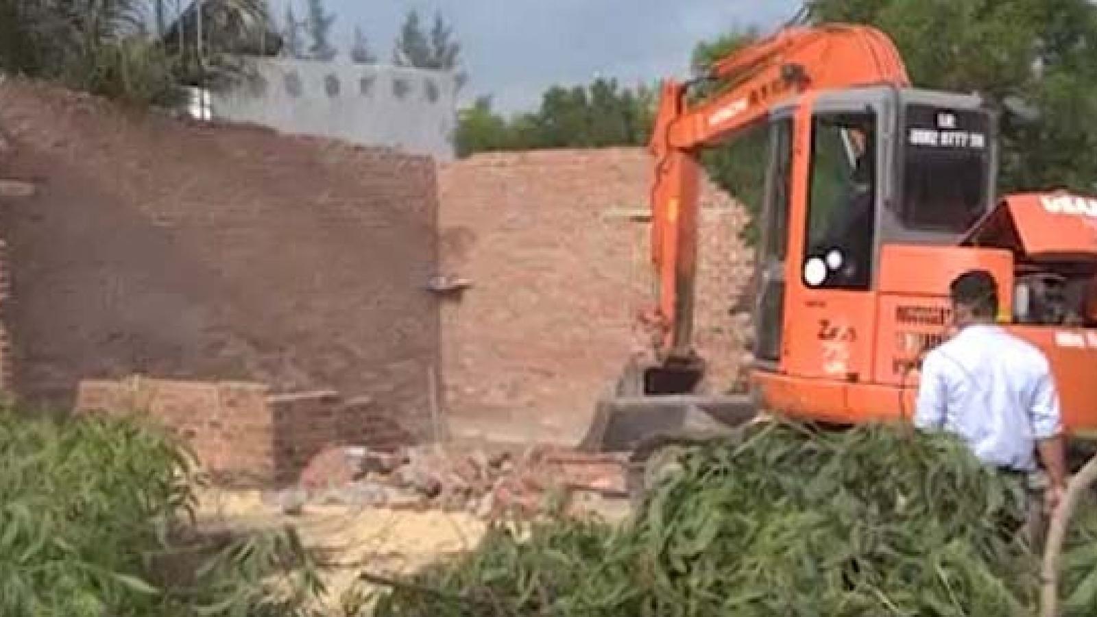 Tháo dỡ 14 trường hợp lấn chiếm đất Khu Kinh tế Nhơn Hội